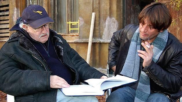 T.M.A. v Tepličce. V srpnu se bude v Tepličce promítat i snímek T.M.A., který režisér Juraj Herz (na snímku vlevo s hlavním protagonistou Ivanem Fraňkem) natáčel ve Valči.