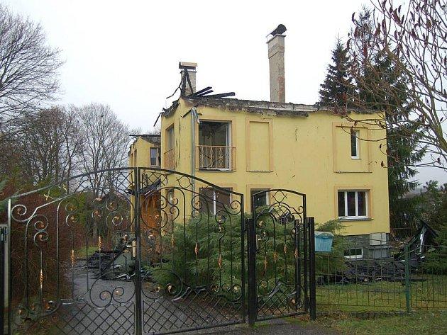 Oheň řádil v Dalovicích. Na vyhořelém objektu je škoda za deset milionů korun.