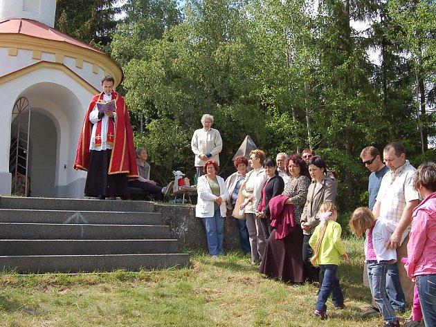 Od soboty 16. května se kaplička sv. Jana Nepomuckého u Žlutic může chlubit obrazem tohoto světce. Na malou slavnost přišly v tento den ke kapličce desítky lidí.