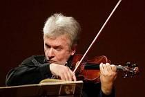 Na zahajovacím koncertě v Karlových Varech vystoupí 24. května také virtuos Jaroslav Svěcený.