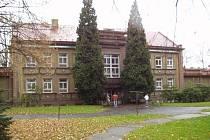 MATEŘINKA V HALASOVĚ ULICI je jednou ze dvou školek, kde ostrovská radnice investuje do výměny nevyhovující hydroizolace.
