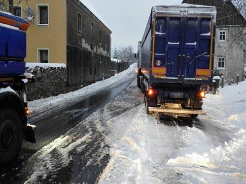 Na několika místech v kraji komplikuje dopravu sníh.