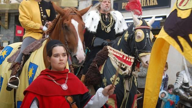 Zahájení sezony 2012 v Karlových Varech. Historický průvod zakladatele města, císaře Karla IV.