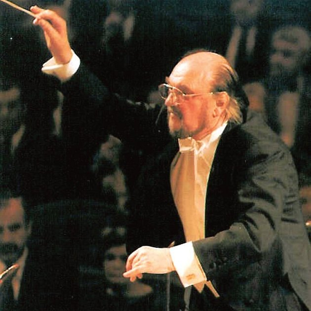 Šéfdirigent Karlovarského symfonického orchestru Jiří Stárek byl jednou z nejvýznamnějších a nejinspirativnějších osobností 50. ročníku festivalu Dvořákův karlovarský podzim. V minulém týdnu řídil jako čestný šéfdirigent koncert Plzeňské filharmonie.
