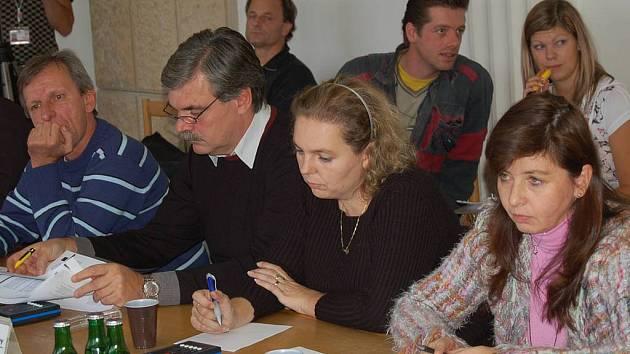 Nesmiřitelní. Čtyři členové ODS (na snímku) se rozhodli vystoupit ze zastupitelského klubu ODS. Členy této strany ale nadále zůstávají.