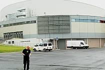 Venkovní LED obrazovka hraje hlavní roli ve sporu mezi KV Arenou a pražskou firmou Maxi store.