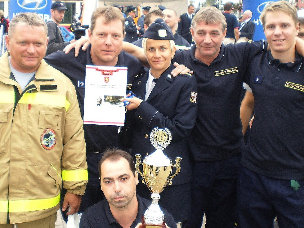 Bronzový tým žlutických hasičů.
