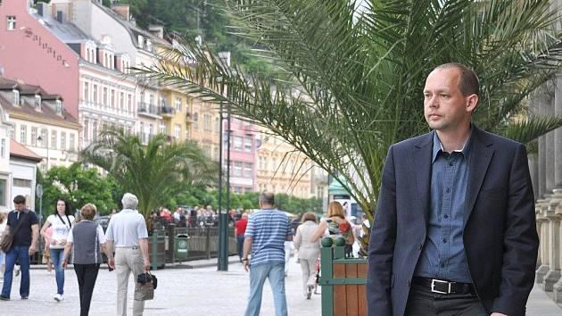 Karlovarský primátor Petr Kulhánek na kolonádě
