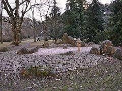 Meditace v Parku? V Karlových Varech je možná přímo v japonské zahradě, která je dílem japonských zahradníků z partnerského města Kusacu.