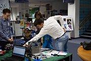 Na interaktivních stáncích mohli vidět mnoho technických, chemických a fyzikálních pokusů.