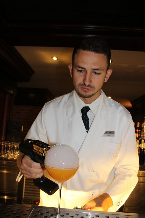 Barman Jan Šebek a jeho umění.