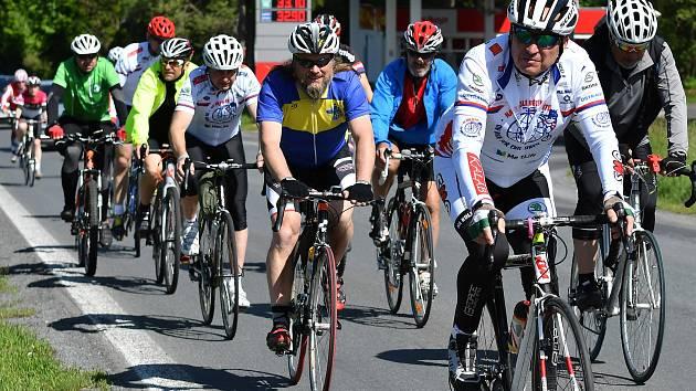 V Karlovarském kraji, přesněji v Aši, odstartoval prologem, který měřil 64 kilometrů a končil v Sokolově, jubilejní, 10. ročník Cyklotour Naděje dětem, tedy sportovního projektu na podporu onkologicky nemocných dětí.