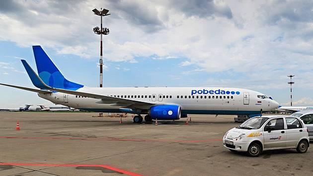 LETADLO společnosti Pobeda, která začne létat do Karlových Varů, na mezinárodním letišti Vnukovo.