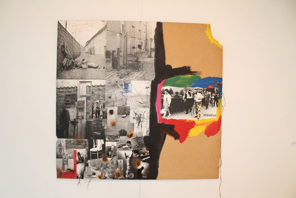 Umělecké výtvory Milana Knížáka vystavené v karlovarské Galerii umění