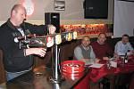 Dvě desítky hospodských se přihlásily do regionálního kola soutěže Gambrinus Mistr výčepní. V restauraci Jednota v Karlových Varech proběhlo 11. února