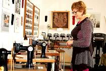 Současná expozice výroby rukavic je dočasně umístěna v městském úřadu. Po přemístění se rozroste.