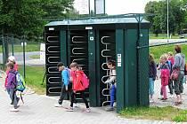 REKREAČNÍ AREÁL Rolava čekají změny. Vzniknout má kvalitnější občerstvení a nová jímací stanice by měla zajistit lepší vodu v koupališti. Se zavedením vstupného ale město nepočítá.