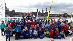 Lyžařské naděje LK Slovan Karlovy Vary zamířily o uplynulém víkendu za hranice, přesněji do německých Drážďan, kde si vystřihly účast nejen na mezinárodním Saském poháru pro závodníky do deseti let, ale také Junior Trophy, který byl určen pro změnu pro ne