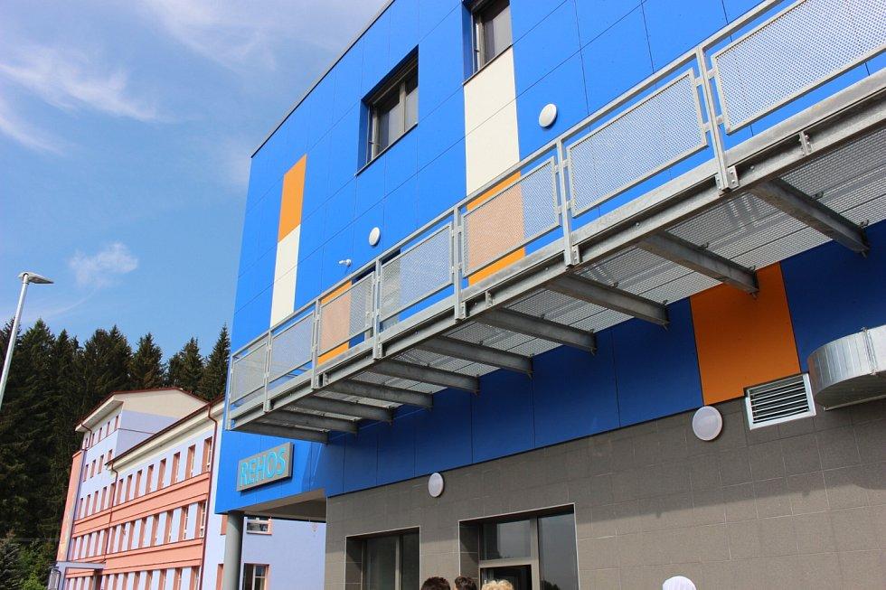 """V Nejdku byl dokončen a slavnostně otevřen první """"kamenný"""" hospic v Karlovarském kraji."""