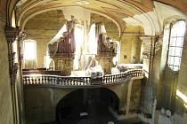 TUTO zbývající třetinu kostela čeká letos oprava. Součástí letošních prací bude i zrestaurování nástěnných maleb.