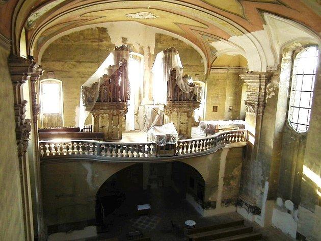 TUTO zbývající třetinu kostela čeká letos oprava. Součástí letošních prací bude izrestaurování nástěnných maleb.