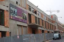 ANTICENA. Na loňské výstavě stavebnictví For Arch získala tato stavba cenu za nejhorší nedokončené dílo roku v lázních. Mimo jiné totiž zničila panorama z Imperiálu na Karlovy Vary.