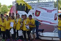 ÚSPĚŠNÉ DRUŽSTVO mladých hasičů ze Žlutic se v Praze rozhodně neztratilo.