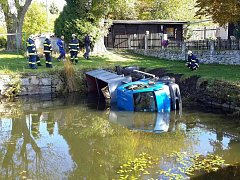 Havárie auta s uhlím v Andělské Hoře