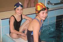 Mikulášské plavecké závody pro handicapované děti v Alžbětiných lázních.