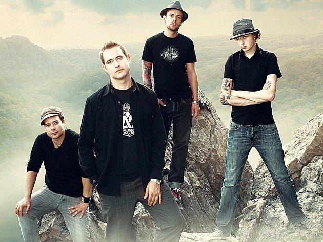 Kytaroví hitmakeři. V karlovarském klubu Rotes Berlin dnes rozezní svou chytlavou hudbu kapela Clou.