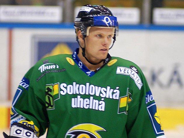 OBRÁNCE Petr Mudroch se vrací ze Znojma a zase bude hájit barvy karlovarského klubu.