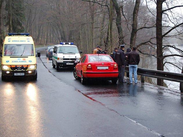Sedmasedmdesátiletý muž z Karlových Varů se v pondělí utopil v Ohři.