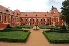 Palác princů v Ostrově.