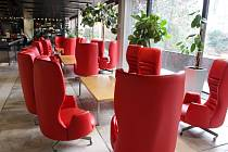 Už za čtrnáct dní mají do Thermalu přijet první hosté po náročné rekonstrukci. Ne všechny pokoje budou ale do té doby hotovy. Kompletní obnovou projdou ty v 10. až 15. patře, které hotel postupně zprovozní do festivalu. Zásadní modernizací prošla technolo