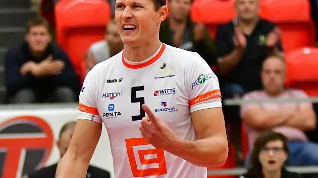 Nahrávač Lukáš Ticháček patří v dresu Karlovarska k nejzkušenějším hráčům, právě na jeho výkony tým spoléhá.