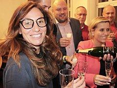 Andrea Pfeffer Ferklová, jednička kandidátky Hnutí ANO 2011 v Karlových Varech, slavila volební úspěch.