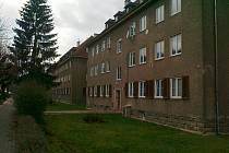 Covid uvěznil seniory doma v paneláku v Tuhnicích.