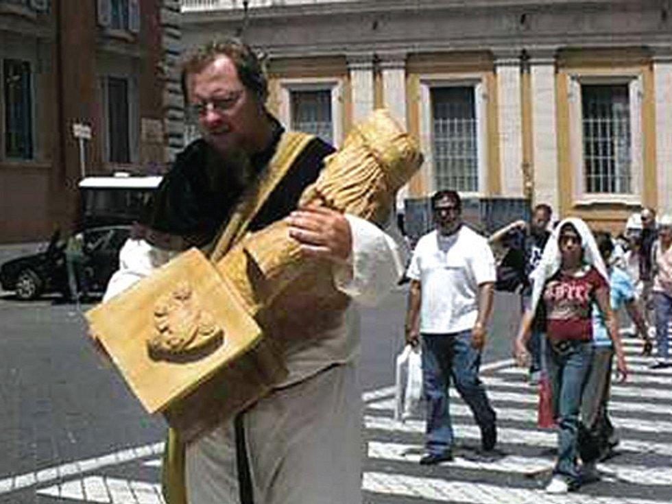Hroch se vrátil z pouti do Vatikánu.