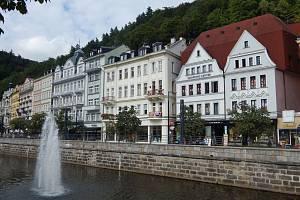 Teplá je řeka v Karlovarském kraji. Protéká centrem Karlových Varů. Na několika místech jí tam zdobí i fontány.