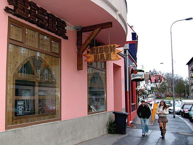Baustav může prostory ve Vítězné ulici využívat na dobu neurčitou. Bison baru tak podle šéfa této společnosti Milana Špičky bude prodloužen podnájem.