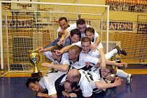 Vítězem ročníku 2009/10 krajského futsalového přeboru se po právu stali futsalisté Titaniku Chodov, kteří i napodruhé pokořili mužstvo z Poříčí.