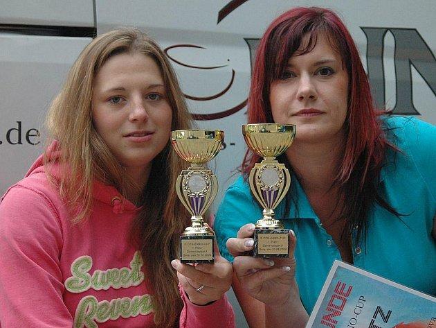Zlato pro Nejdek. Loňské prvenství obhájily na turnaji v Geře Marcela Nesvedová (vlevo) se Štěpánkou Beranovou.