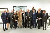 Karlovarský kraj ocenil dvaadvacet významných osobností z regionu za zásluhy o jeho rozvoj.