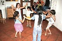 Podle úspěchů dětského tanečního souboru Kočičky z Dobré Vody je jasné, že drobotinu tancování baví a mají dobrý trénink Na festivalu předtančily.