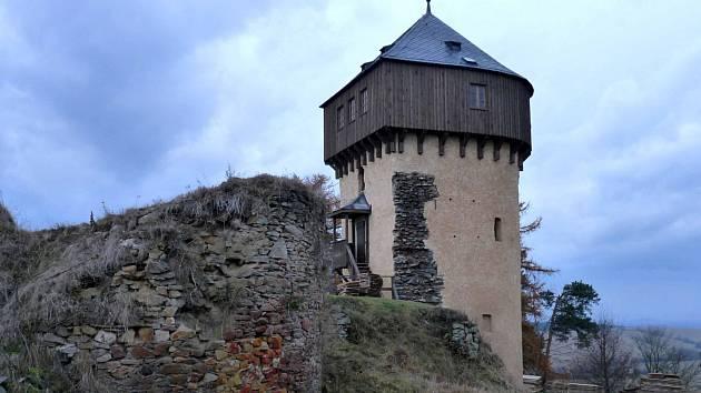 Hartenštejn čekají opravy, turisté zajásají
