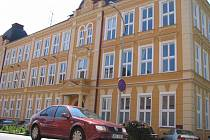 Základní škola ve Šmeralově ulici se dočkala nového, moderního multifunkčního hřiště.