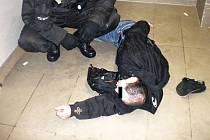Odvoz opilců zbytečně zaměstnává strážníky.
