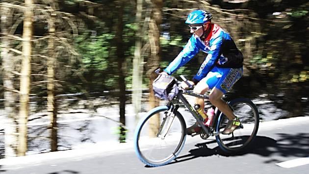 Nová cyklostezka spojila Ostrov s Jáchymovem a Krušnými horami.