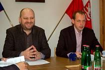 Primátor Petr Kulhánek (vpravo) a první náměstek Jiří Kotek.