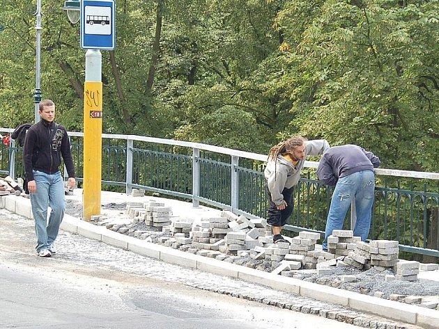 Společnost Strabag rekonstruuje Ondřejskou ulici a v rámci akce zhotovuje i novou zastávku.